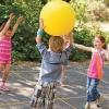 Ігри з м'ячем на природі - користь для дітей і дорослих