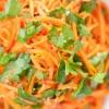 """Салат """"Лисичка"""" з корейською морквою. Варіанти приготування страви"""